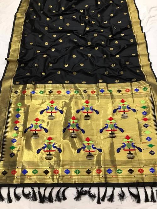 Appealing Black Kanchipuram woven saree