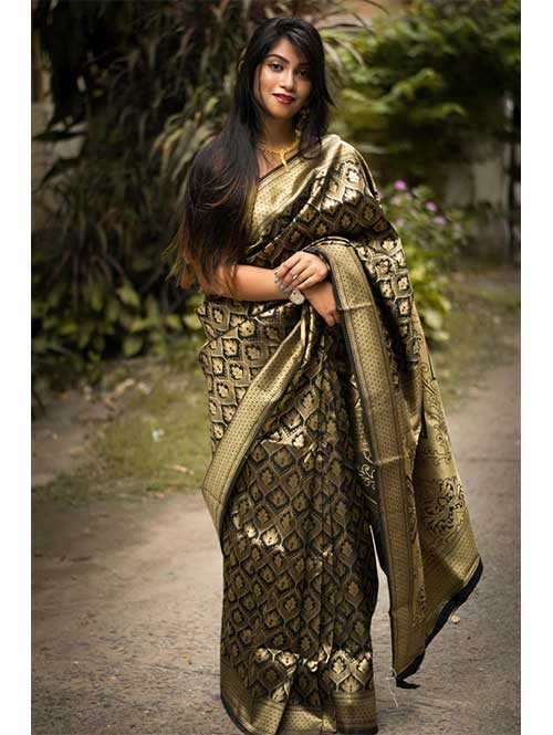 Black Colored Beautiful Soft Silk Traditional Zari Weaving Saree