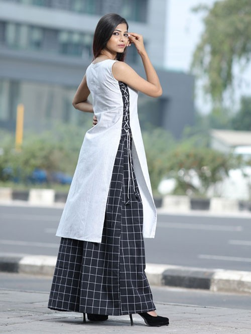 Cotton Set features Black Colored Straight Cut Kurti and Black Chex Plazzo