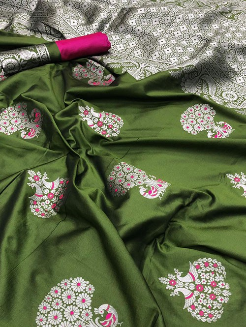 Green Colored Beautiful Soft Silk Traditional Saree Online