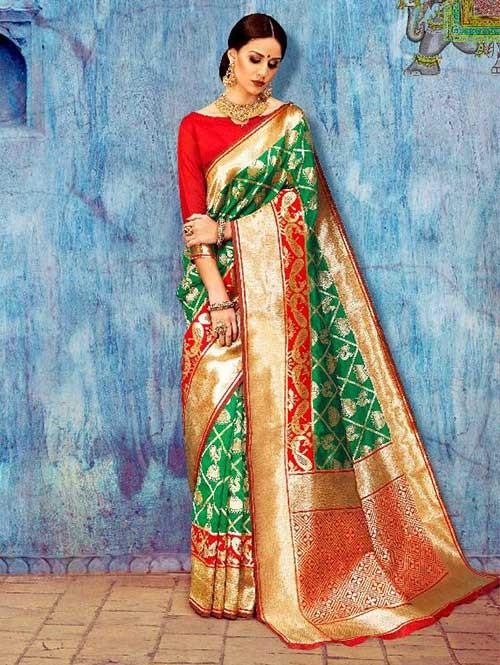 Green Colored Beautiful Waving Silk Saree
