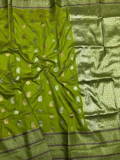 Green Colored Beautiful Zari Weaving Saree Onlin