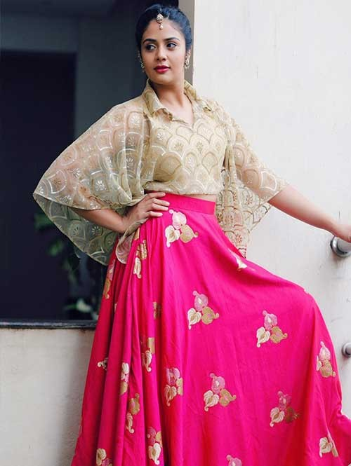 Srimukhi ‏in Pink Colored Tafeta Lehenga With Beautiful Golden Crop Top