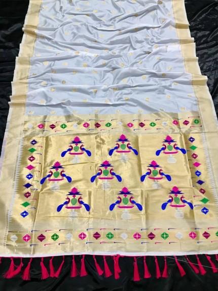 Appealing White Kanchipuram woven saree