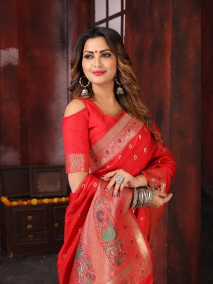 Attractive soft silk weaving saree in Red
