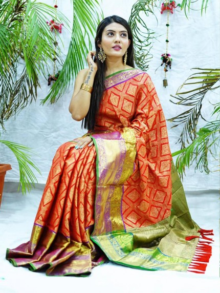 Traditional kanchipuram saree in Red