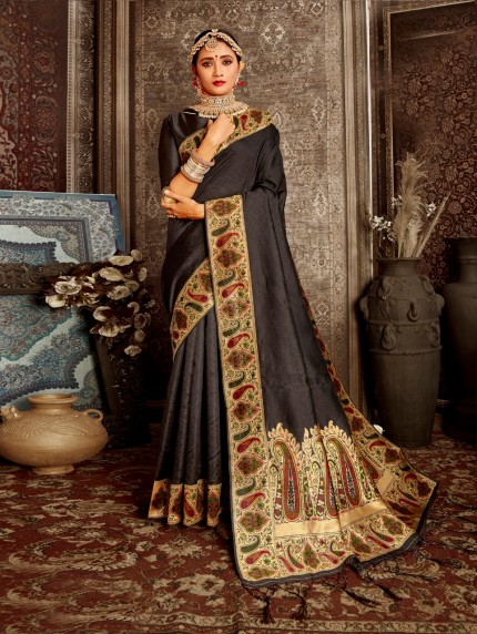 black saree look by grabandpack