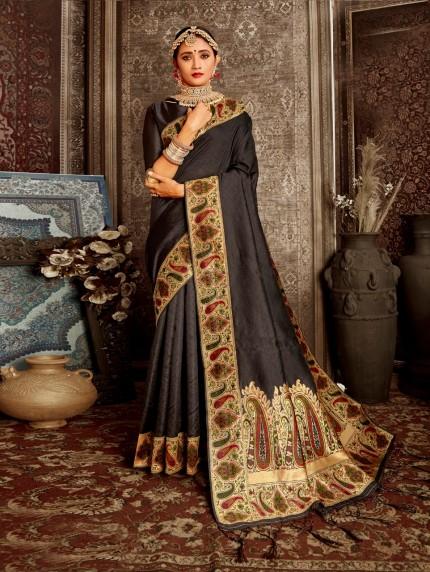 black saree look by grabandpack