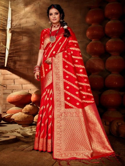 Red saree GrabandPack