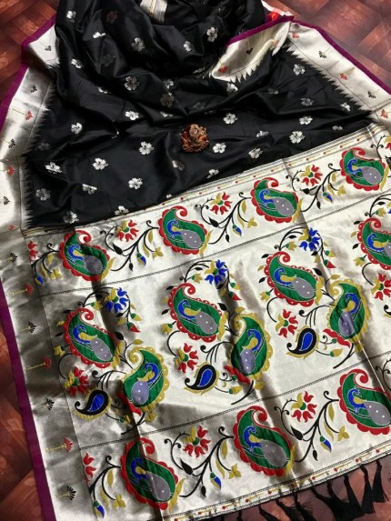 attractive Soft silk Kanchipuram saree in Black