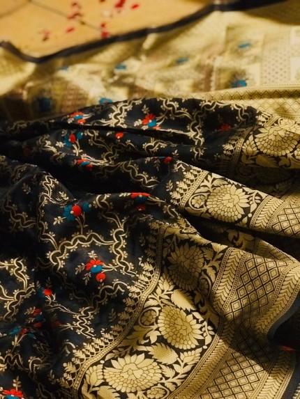 Black Banarasi saree look for reception