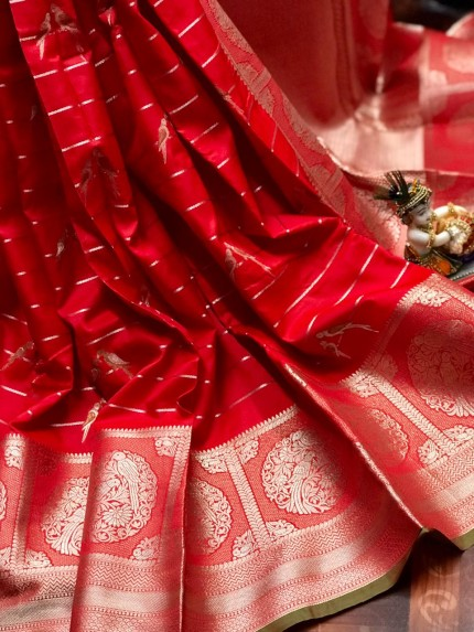 women's Fancy Jacquard Royal Saree in Red
