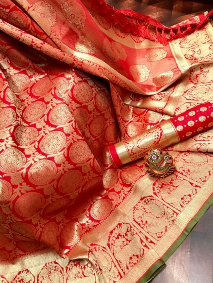 Red Super Soft Banarasi Silk Saree with Weaving Gold Zari - gnp009763