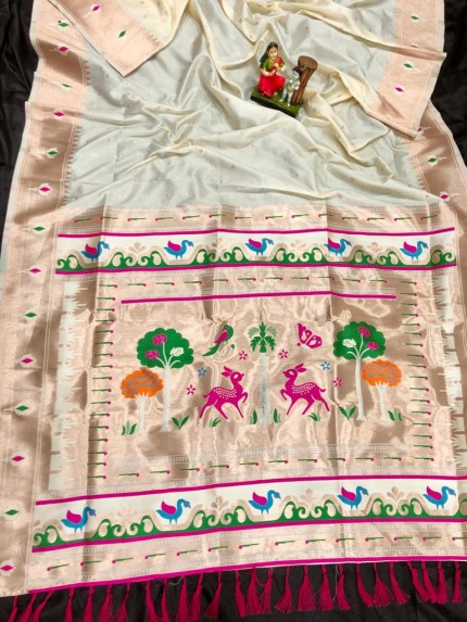 Super Soft Kanjivaram lichi silk Saree in white