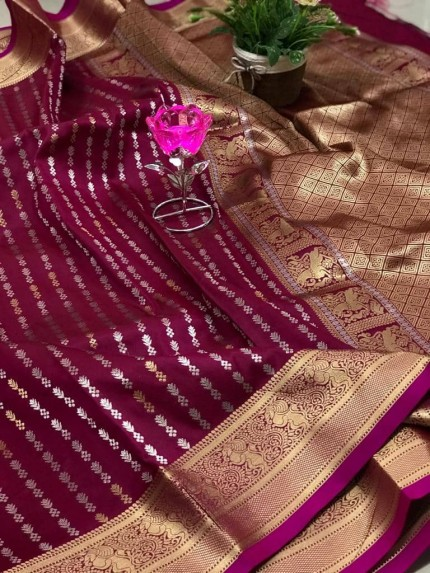 Trendy Women's Pink Banarasi silk saree