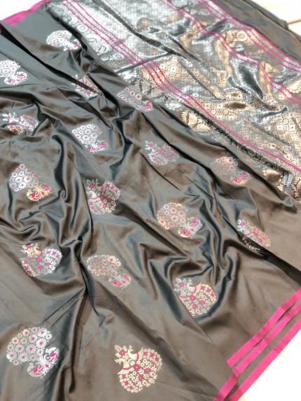 grey saree look